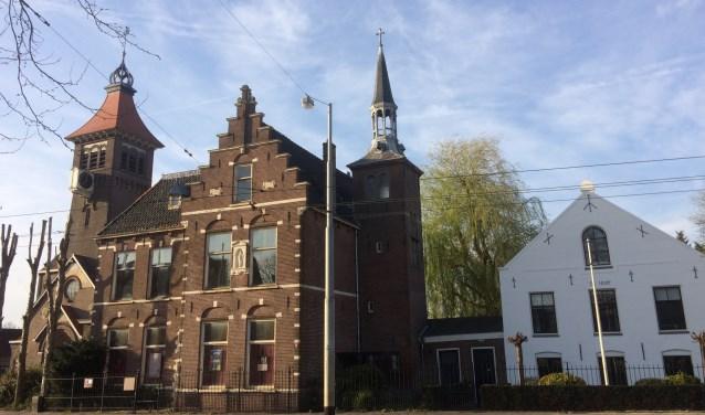 De pastorie en naastgelegen Sint Petrus' Bandenkerk en Schuilkerk de Hoop zijn rijksmonumenten.