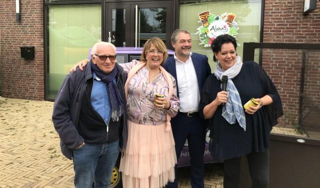 Joop Tertaas, Joki Beerendonk, burgemeester Erik Boog en Cathy Hartsink.