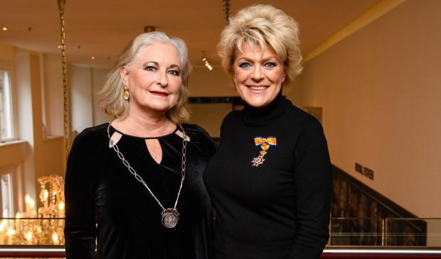 Actrice Simone Kleinsma en burgemeester Joan de Zwart-Bloch.