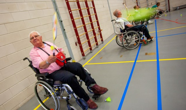 Vandaag speelde de rolstoelbadmintongroep voor het eerst in De Baat.