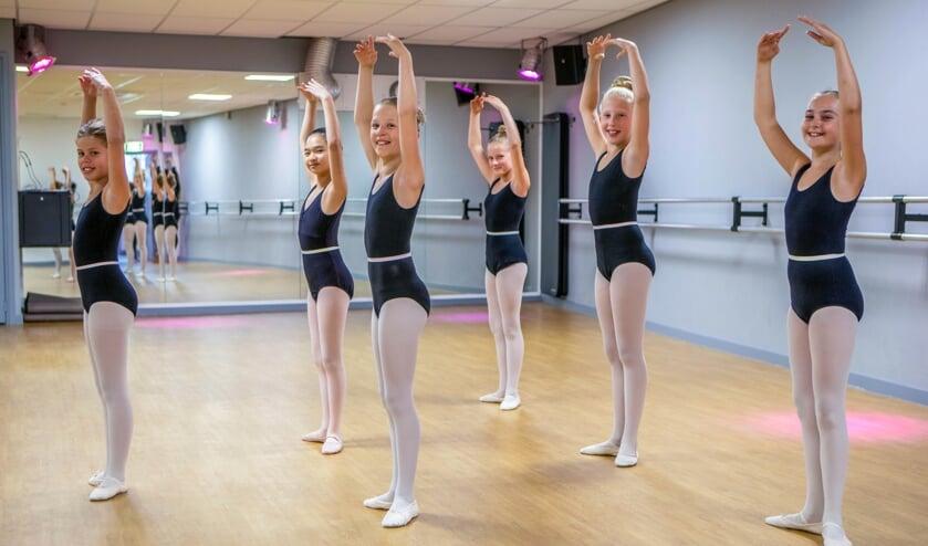 Toptalenten kunnen bij de Hilversumse danssportschool toewerken naar de volgende stap: een dansacademie.