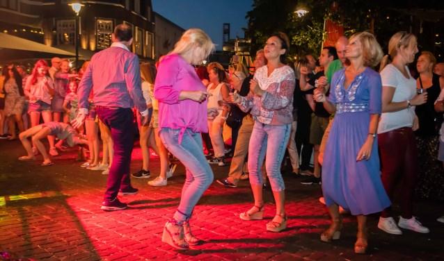 Tijdens festivals, zoals Hilversum Alive, is het idee dat bezoekers betalen met de Gooische Pas.