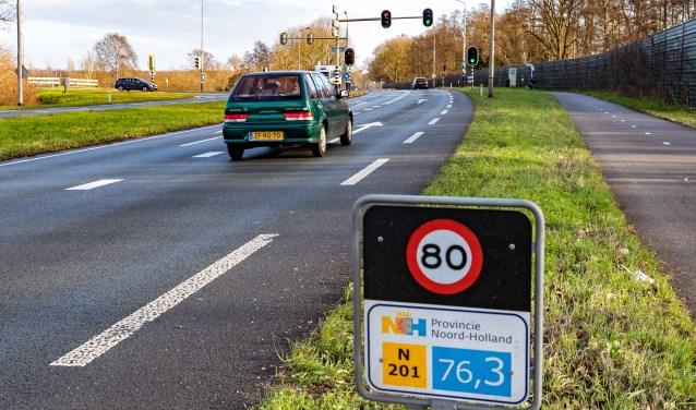 De Vreelandseweg waar de weg mogelijk wordt verlegd richting de hei ten zuiden van Hilversum.