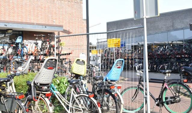 [Video] Gemeente haalt 88 fietsen weg bij station Naarden-Bussum - BussumsNieuws