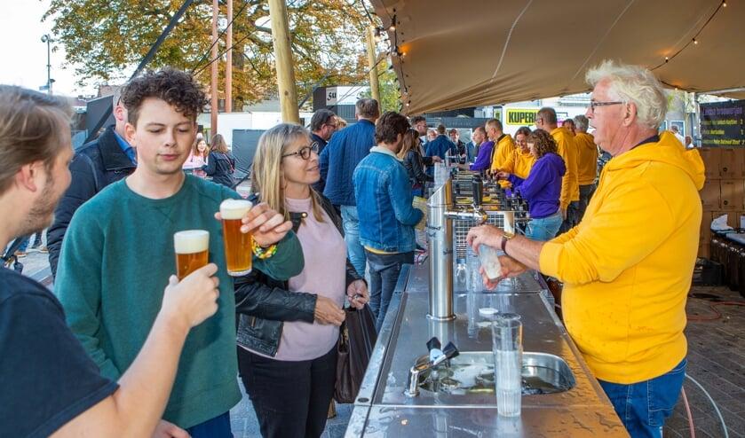 Het Gooisch Bierfestival op het Marktplein is al twee jaar een doorslaand succes.