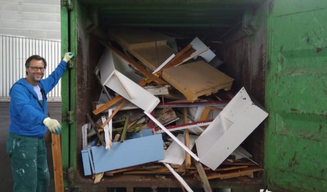 Kees Hogenbirk heeft vier afvalcontainers van de GAD ondersteboven gekeerd om de waarde van ons afval te bepalen.