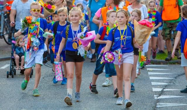 Stichting Kinderopvang Huizen : Avondvierdaagse huizen gaat toch door nieuwsblad voor huizen