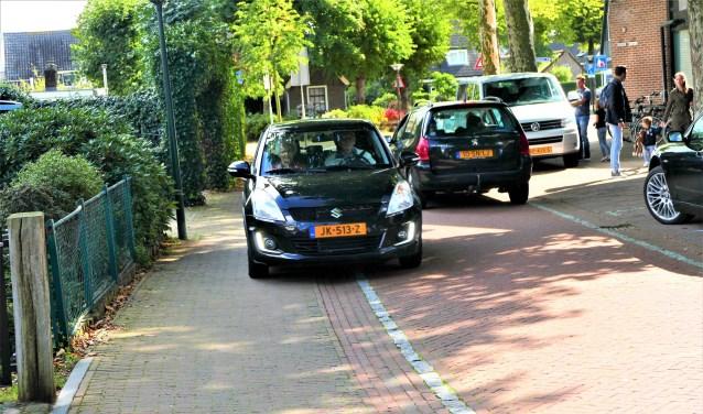 De fietsstraat wordt door veel mensen als onveilig ervaren.