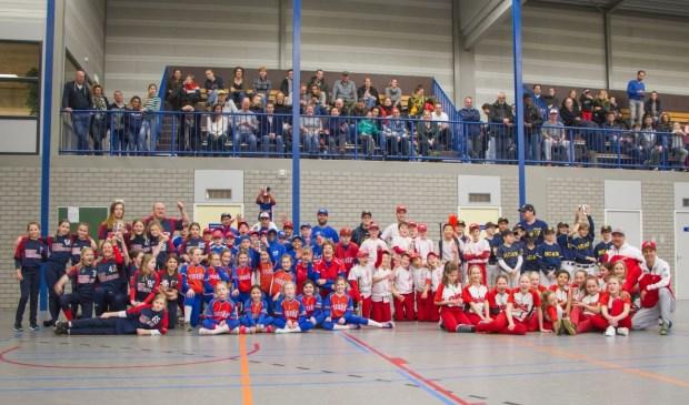 Zo'n 250 mensen waren aanwezig in sporthal De Meent.