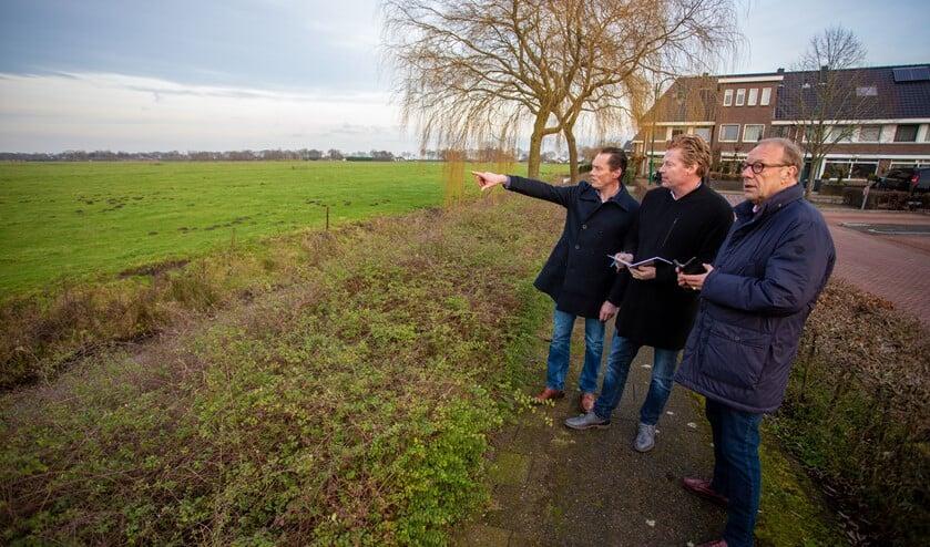 Niels Rood te midden van zijn oppositiegenoten Schade (r) en Seldenrijk.