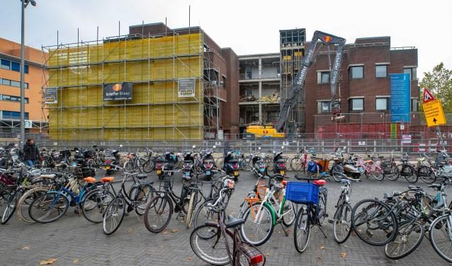 In november vorig jaar was het nog een grote fietsenbende voor het station.