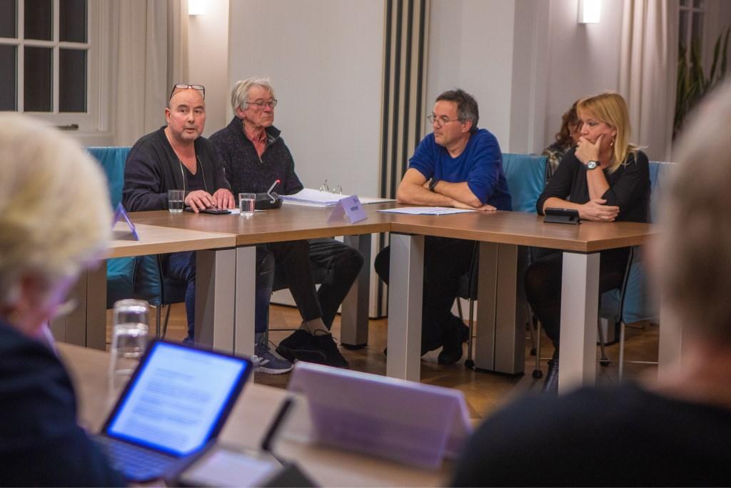 Erik Joosen (l) sprak in namens de drie horecagelegenheden.  Foto: Bob Awick © Enter Media