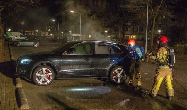 De brandweer maakte het bluswerk af, dat omwonenden al waren begonnen.