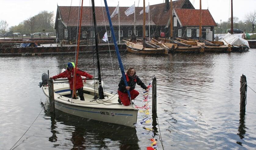 Sicko Heldoorn zeilde de nieuwe boot zelf de haven in.