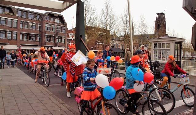 Op je versierde fiets naar het Grote Plein voor de aubade kan ook dit jaar weer.