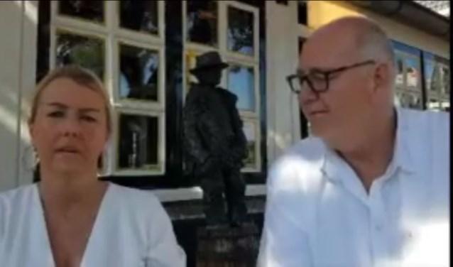 Beemsterboer en Bruintjes op het terras bij Moeke Spijkstra.