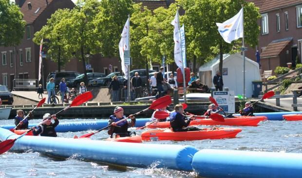 Kinderen konden met verschillende watersporten kennismaken in de aanloophaven.