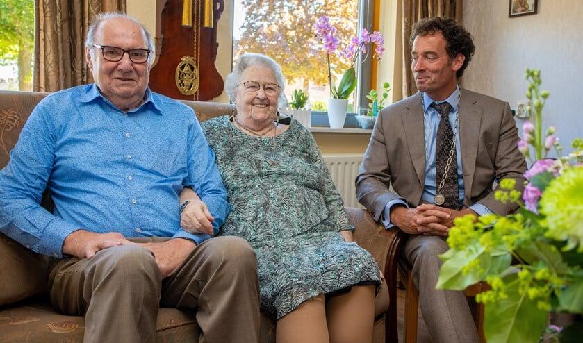 Het briljanten echtpaar kreeg bezoek van loco-burgemeester Roland Boom.
