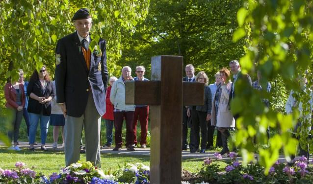 Dodenherdenking start dit jaar ook weer bij het monument in het Stadspark.