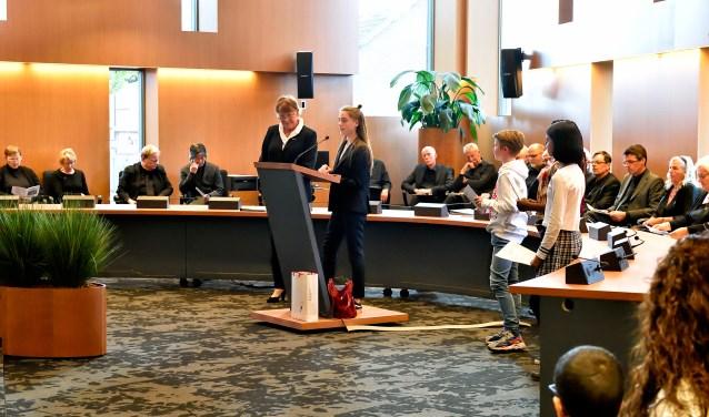 De herdenkingsbijeenkomst in het gemeentehuis.