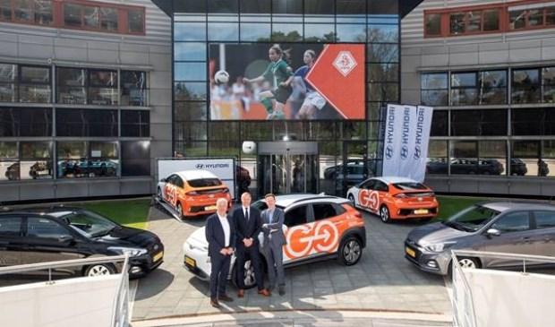 Jean-Paul Decossaux - commercieel directeur van de KNVB, Robert van Barneveld – Directeur Hyundai Wittenberg, Jeroen Tas – Marketing Director Hyundai Motor Nederland.