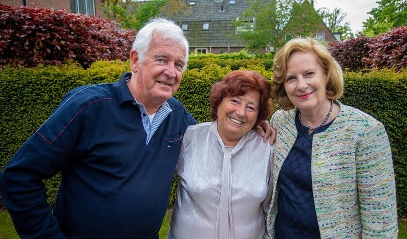 Piet en Ida Verkerk met wethouder Marlous Verbeek, die het paar kwam feliciteren.