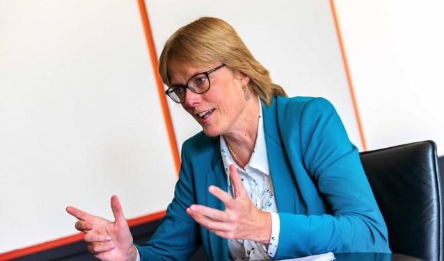 Wethouder Karin Walters van financiën.