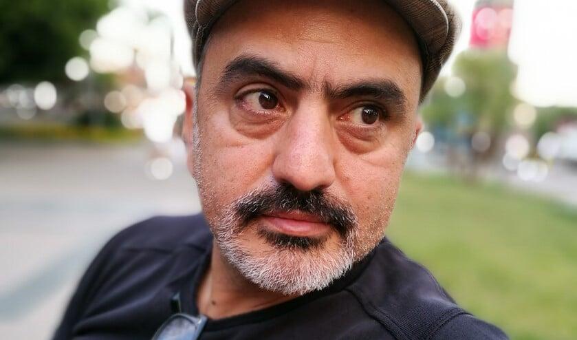De Iraanse zanger, gitarist en componist Babak Amiri.