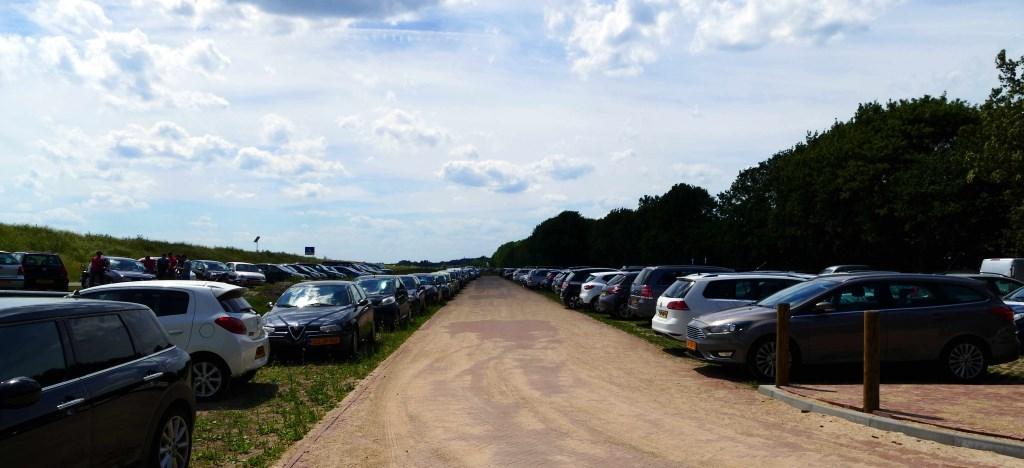 De parkeersituatie van afgelopen zondag. Foto: Albert van der Linden © Enter Media