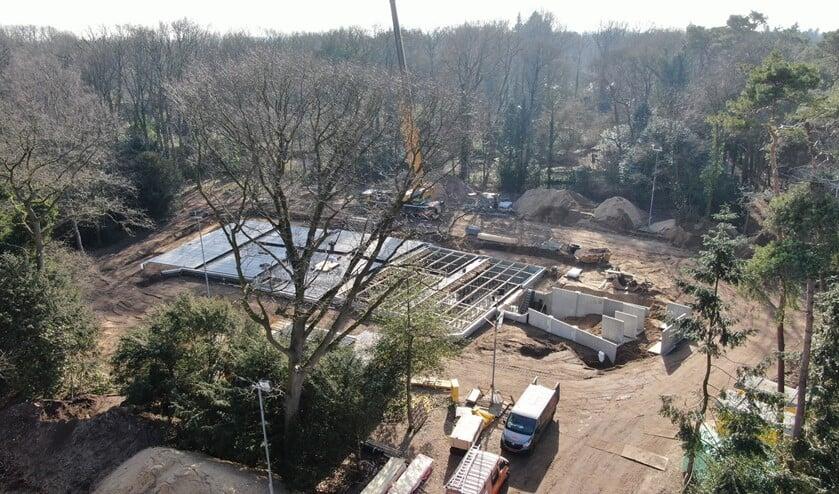 De bouwplaats in Laren.