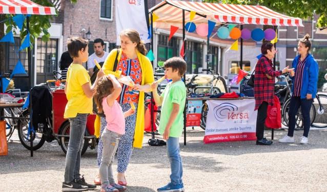 Tijdens de officiële opening van het wijksteunpunt was er feest op de Kerkbrink.