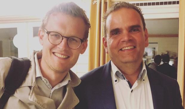 Joost Koelega (rechts) volgt Jarno Deen op als voorzitter van de Hilversumse Democraten.