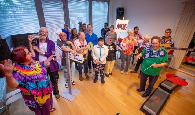 Het Musical Anders-koor tijdens de generale repetitie.