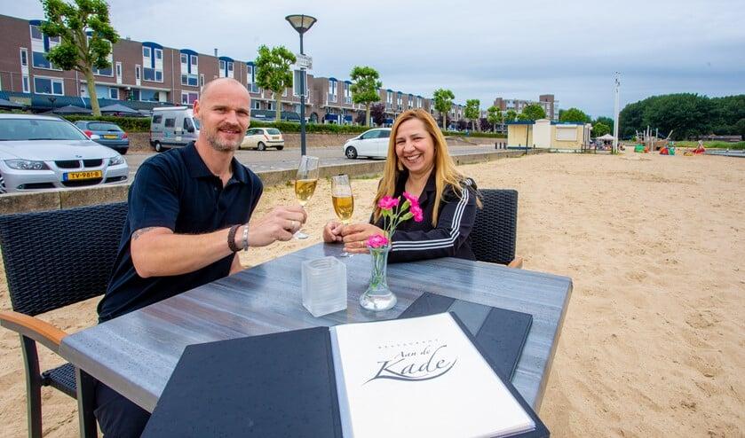 Frank en Antonija Ruigrok van Aan de Kade willen graag een terras op het strand.