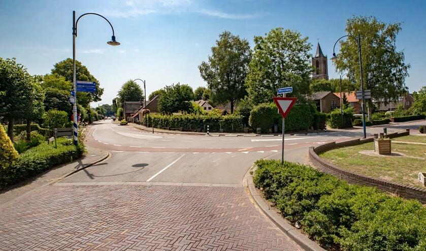 De kruising Laarderweg-Meentweg-Wakkerendijk.