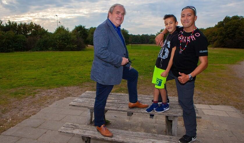 Han Landman van de vroegere Huizpop festivals met Robbert Kuypers (rechts).