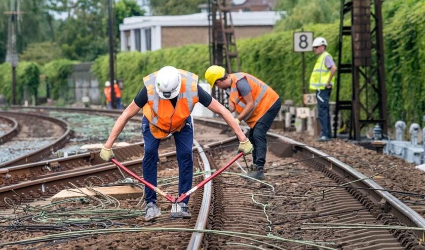 Er wordt volop aan het spoor gewerkt rond Bussum en Naarden.