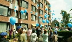 Met het oplaten van ballonnen werd de Roefeldag ingeluid. [foto Walter Eijndhoven]
