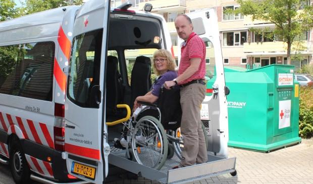 Vrijwilliger en voorzitter Douwe Tijsma: 'De rolstoelbus staat te vaak stil'.