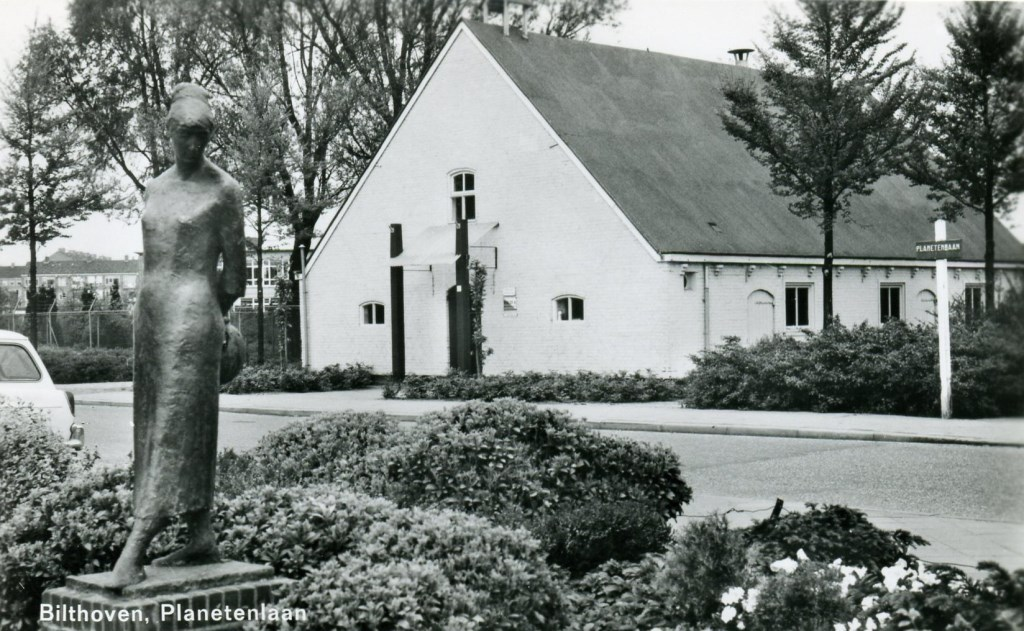 In 1966 kreeg het beeld een plekje tegenover Verhaar op Planetenbaan.  © De Vierklank
