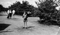 Piet de Bruin op het zandpad bij het Duin, waar het Panbos begint.