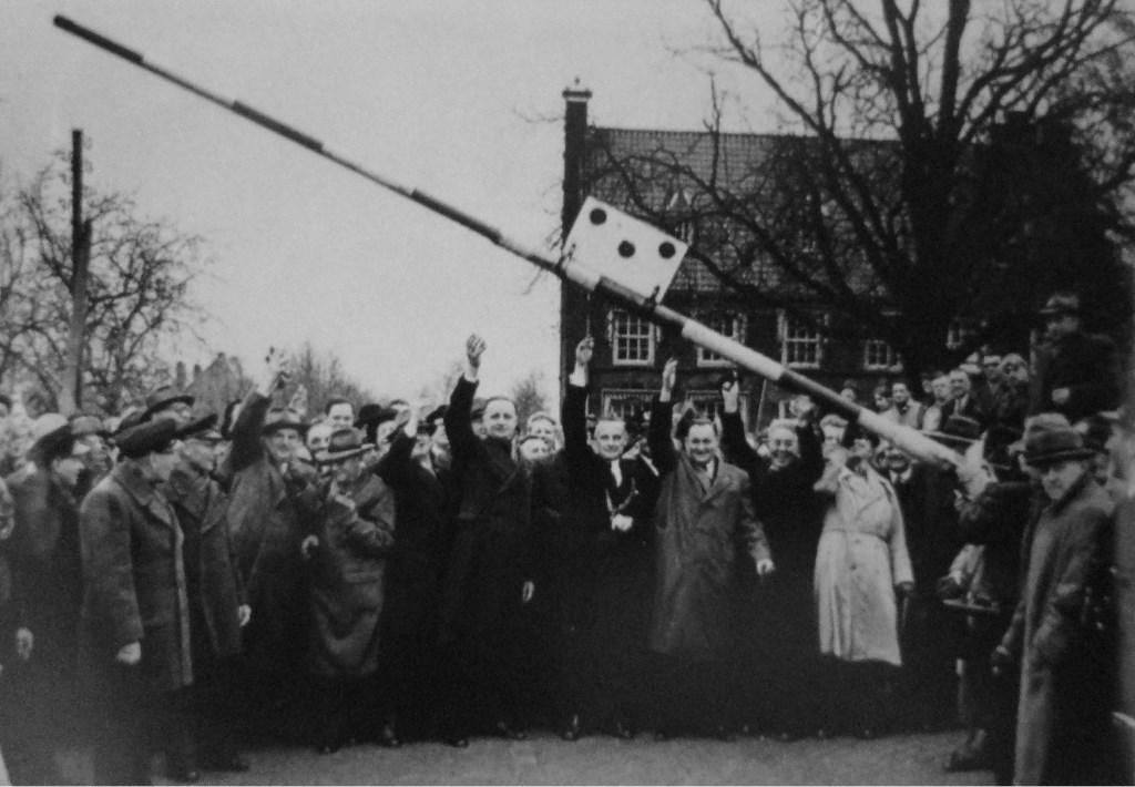 Na jaren van (landelijk) protest kwam in 1953 een einde aan de tolheffing.)  © De Vierklank