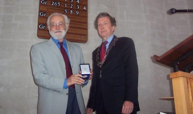 Op 30 april 2006 ontving Dick van Voorst de Chapeau-penning van de gemeente De Bilt.