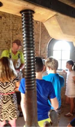 Molenaar Gijs Hasselbach vertelt alles over het werk van een molenaar.