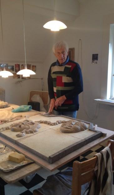 Philipp van der Zeeuw aan het werk in zijn atelier.