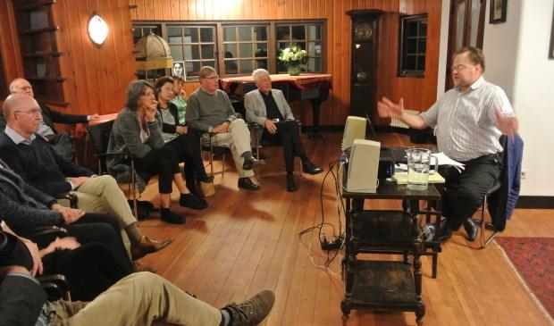 Erik Heijerman nam zijn toehoorders mee in een college over taalgebruik in het beschrijven van muziek.