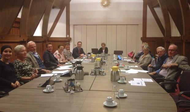 De Wmo adviesraad en de Cliëntenraad Sociale Zaken vergaderen gezamenlijk in het gemeentehuis.