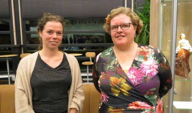 Gast van de Raad Maartje Nijenhuis (links) en nieuw commissielid voor D66 Donja Hoevers.