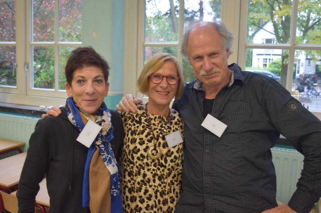 Oud-leerlingen v.l.n.r. Sasja van Hoorn, Petra van Hoorn en Leon Lankamp (klas 1963).