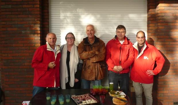 De SP Steunt de Aktie van de lokale ondernemers. Op de foto v.l.n.r. Willem van Rhenen, Tom Wanders, Koos Smits en Mischa van de Heijden. 2e van links cateraar Eline Luyxs.